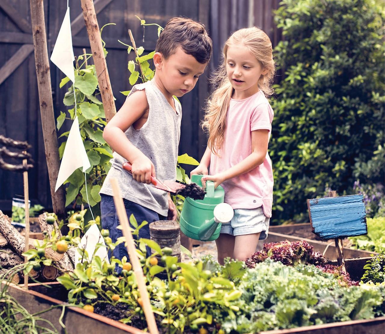 10 tips om te (moes)tuinieren met kids